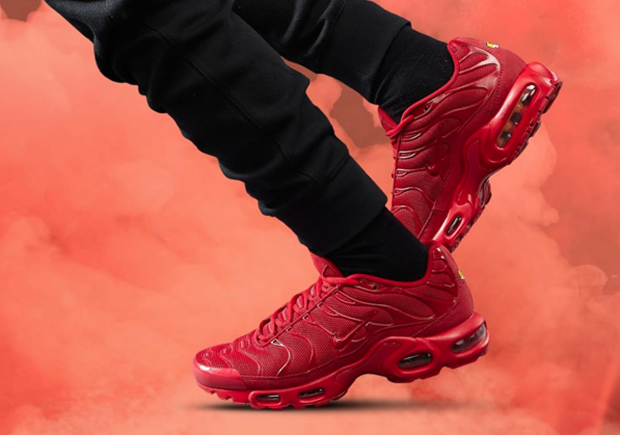 nike-footlocker-all-red-2.png