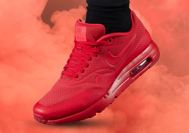nike-footlocker-all-red-3.png