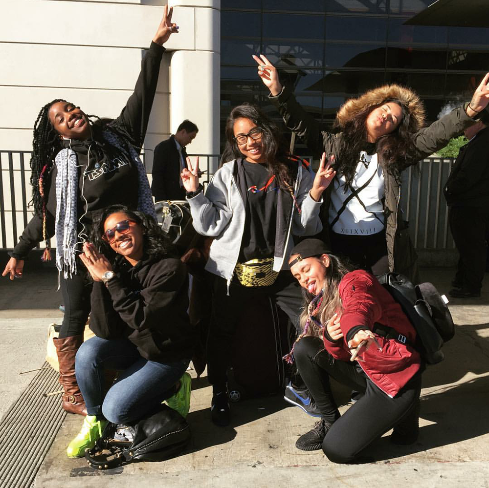 BAELani takes Europe! One of our CNK faves, singer Kehlani, arrived on the other side of the pond with her crew keeping it travel cute in adidas Yeezy Boost 350 in black.