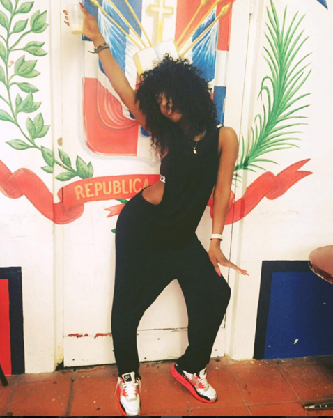 Sevyn Streeter was all about that Miami dance fever in Nike Air Max 90 'Infrared.'
