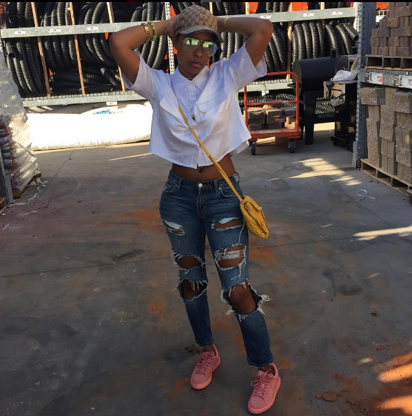 Dej Loaf so cute, y'all.  Lil Loaf stunned in a beyoncd cute button-down crop, distressed jeans, and a pair of Puma trainers.