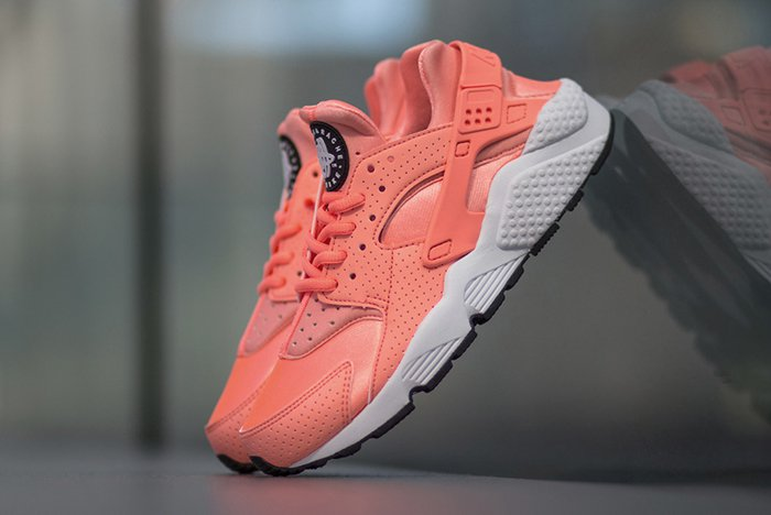 nike-air-huarache-atomic-pink-2.jpg