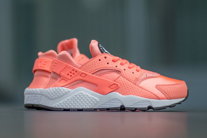 nike-air-huarache-atomic-pink-3.jpg