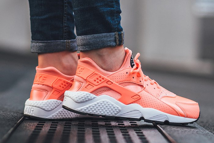 nike-air-huarache-atomic-pink-02.jpg