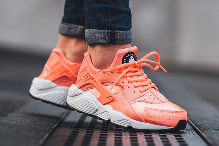 nike-air-huarache-atomic-pink-01.jpg
