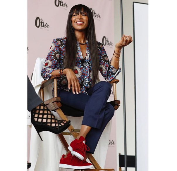 Hello again, Queen! Naomi Campbell popped up one more 'gin in her A-D-I-D-A-S  Stan Smith sneakers over the weekend.
