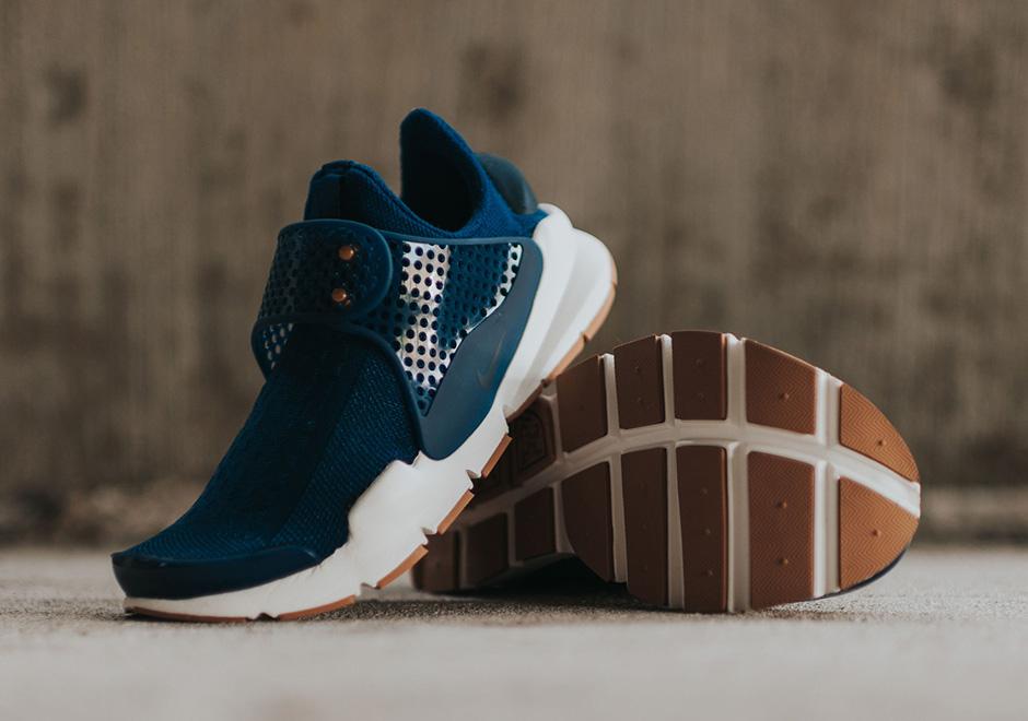 Nike-Wmns-Sock-Dark-coastal-blue-Obsidian-gum-sole-1.jpg
