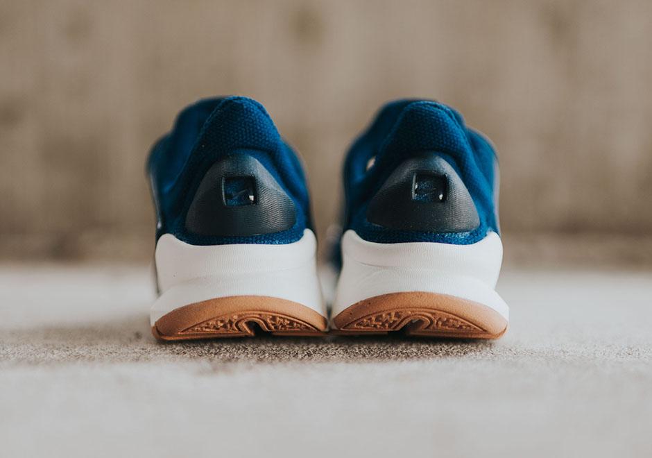 Nike-Wmns-Sock-Dark-Coastal-Blue-Obsidian-Gum-2.jpg