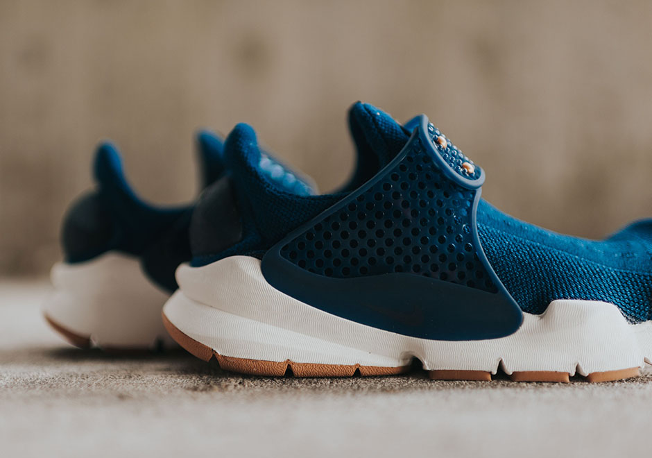 Nike-Wmns-Sock-Dark-coastal-blue-Obsidian-gum-sole-4.jpg