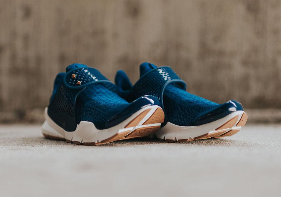 Nike-Wmns-Sock-Dark-coastal-blue-Obsidian-gum-sole-3.jpg
