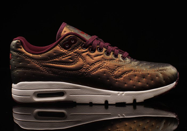 buy popular e60a6 cd2f5 The Nike WMNS Air Max 1 Ultra Jacquard Is Covered In Pin Dots