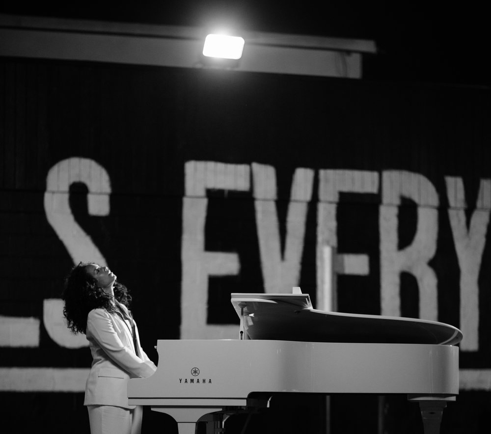 Alicia_Keys_BTS_11_original.jpg