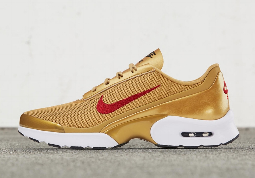 nike-air-max-jewell-metallic-gold-0.jpg