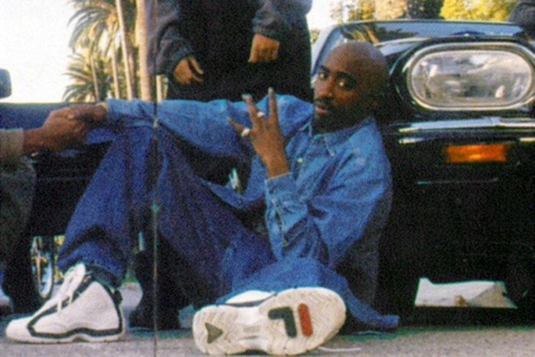 tupac-wearing-fila-grant-hill.jpg