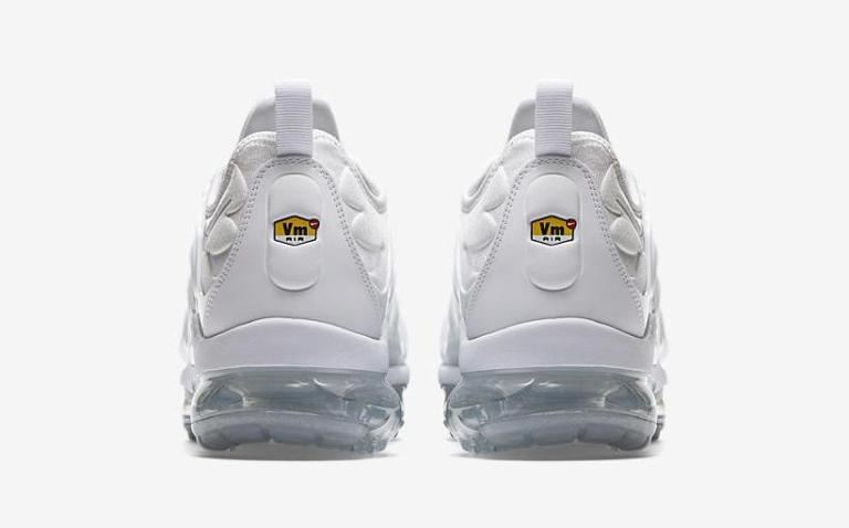 cnk-nike-air-vapormax-plus-triple-white-3.jpeg