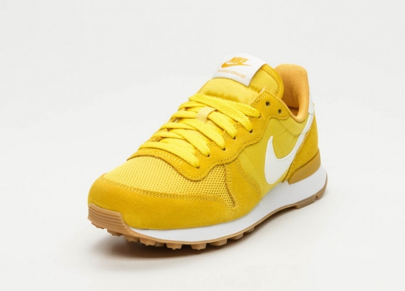cnk-nike-wmns-internationalist-yellow-1.jpg