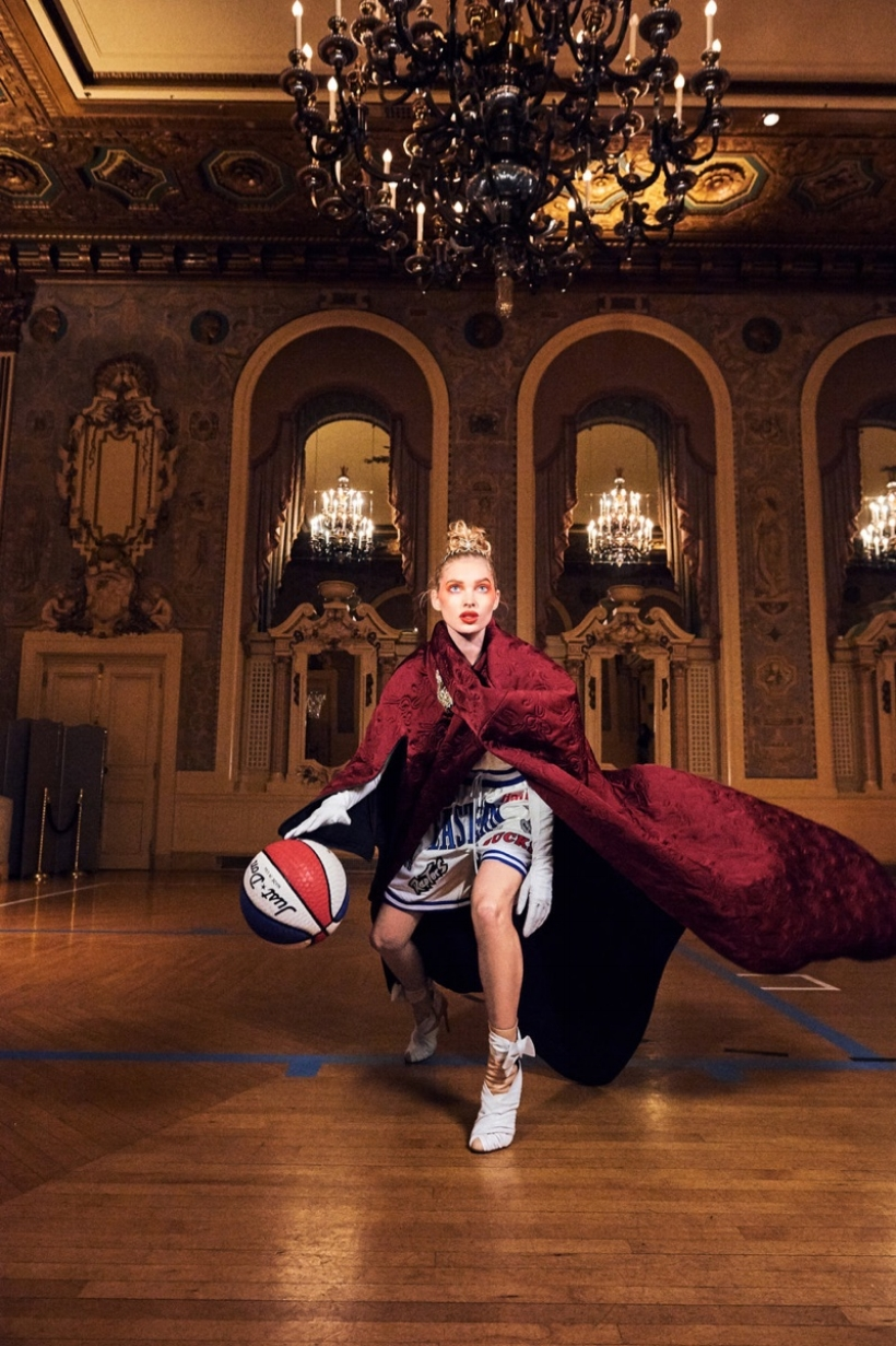 Elsa-Hosk-Basketball-Photoshoot05.jpg