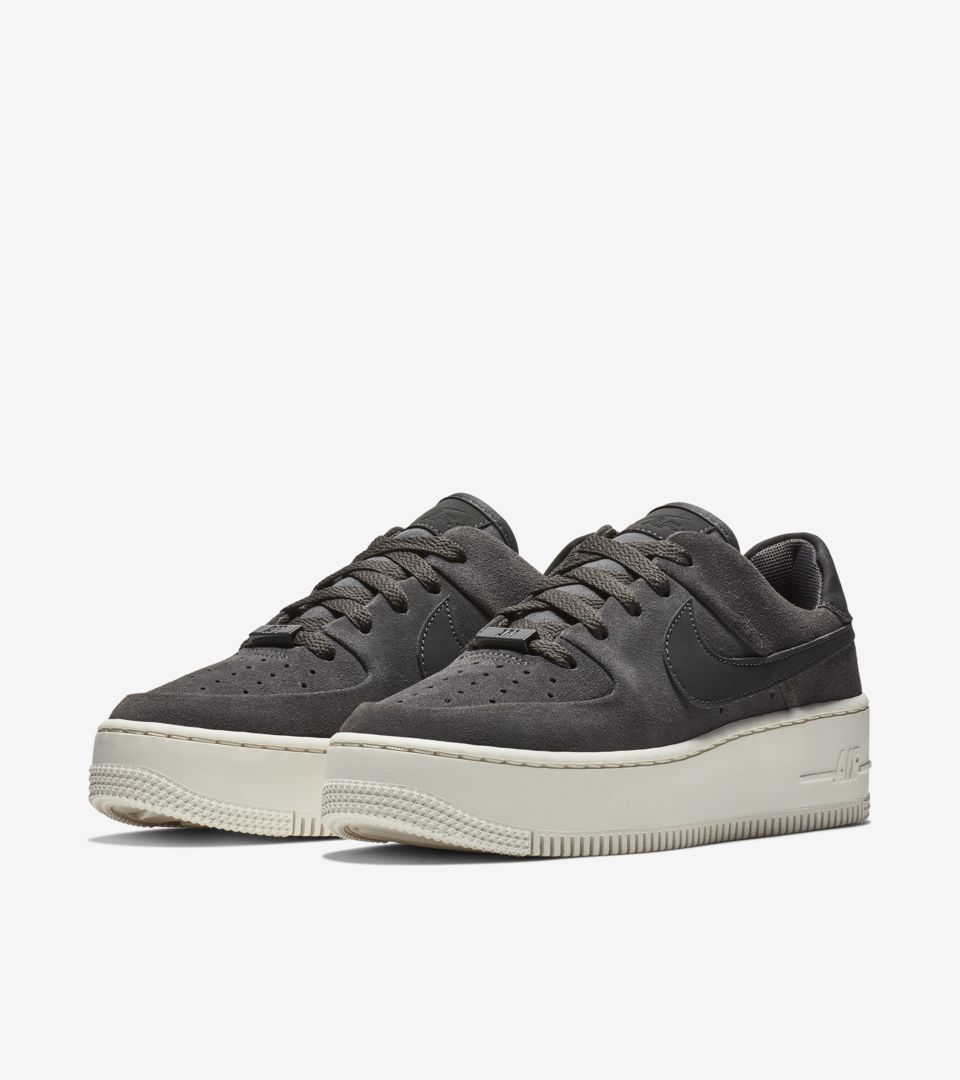 womens-air-force-1-sage-low-night-stadium-phantom-release-date.jpg