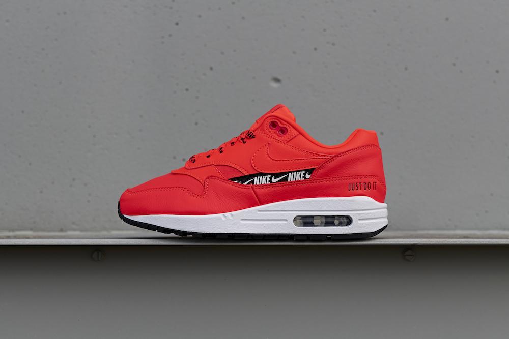 20181113_Nike_Air-Max-1_PhotoStudio_003.jpg