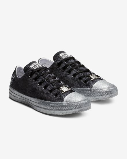 converse-x-miley-cyrus-chuck-taylor-all-star-velvet-low-top-womens-shoe-1cDdx5.jpg