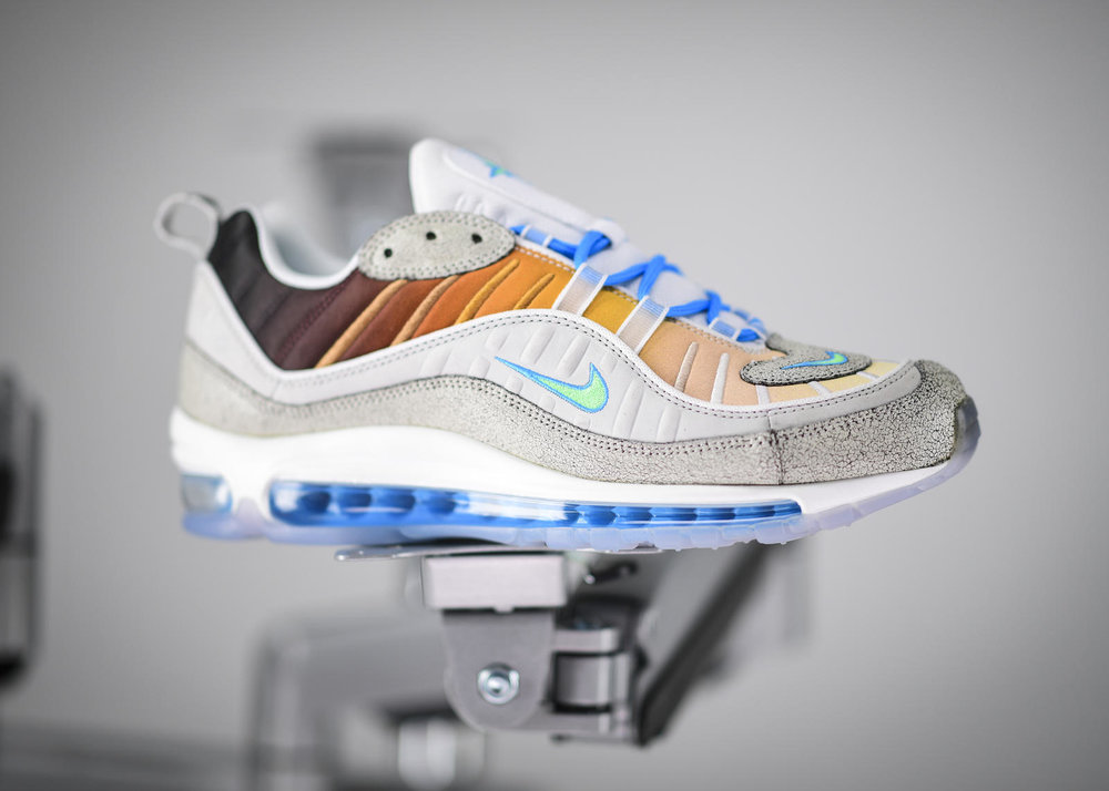NikeOnAir2018_NikeAirMax98LaMezcla_ny_1_rectangle_1600.jpg