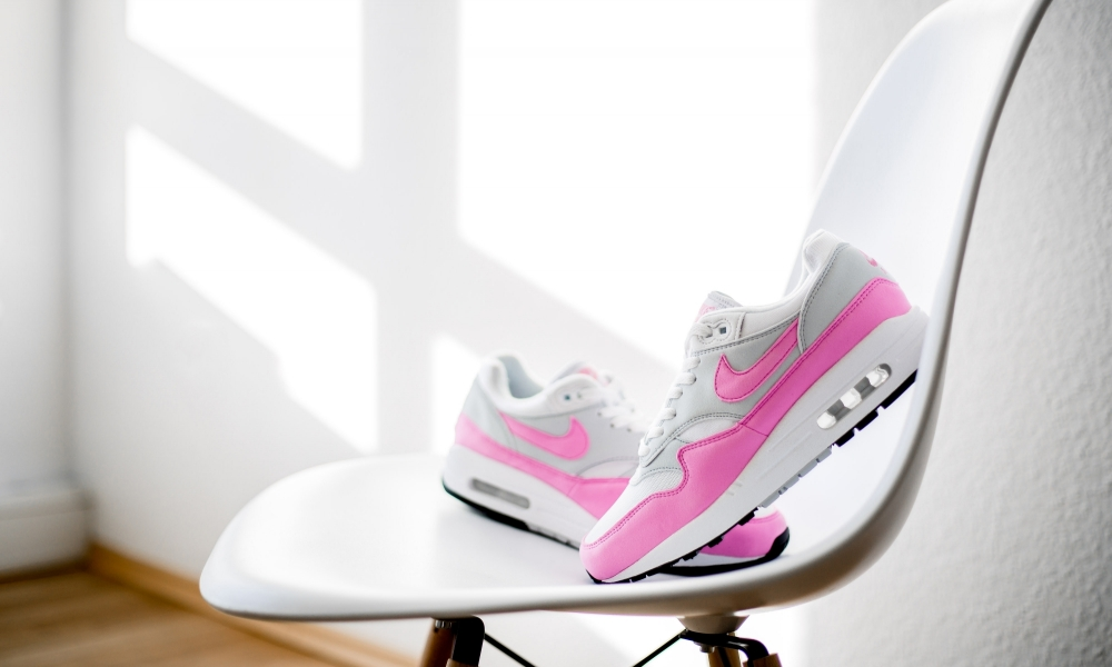 uk availability 06dc5 a07d1 This Nike Air Max 1 Gets the  Psychic Pink  Treatment