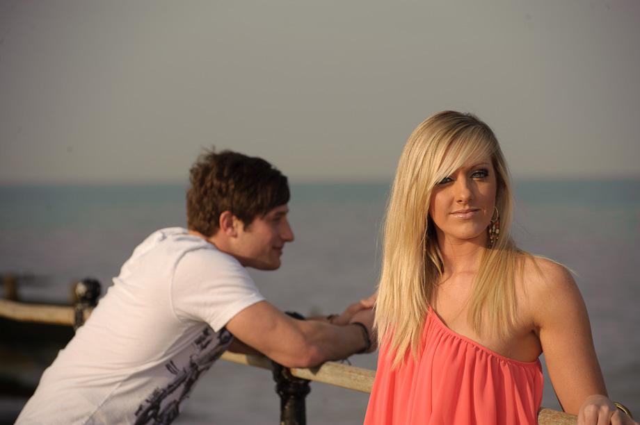 Couple seaside photo shoot