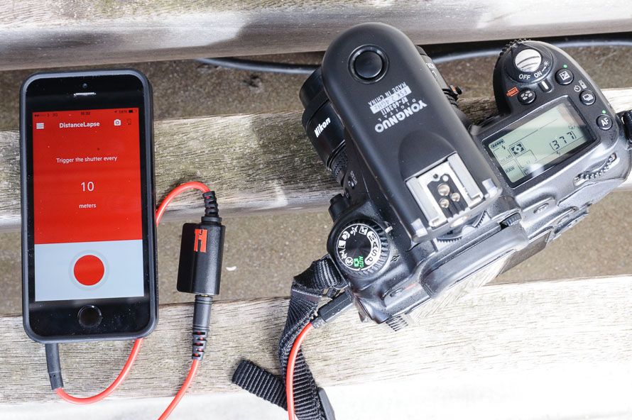 The camera with RF-603 transmitter connected to Triggertrap Mobile