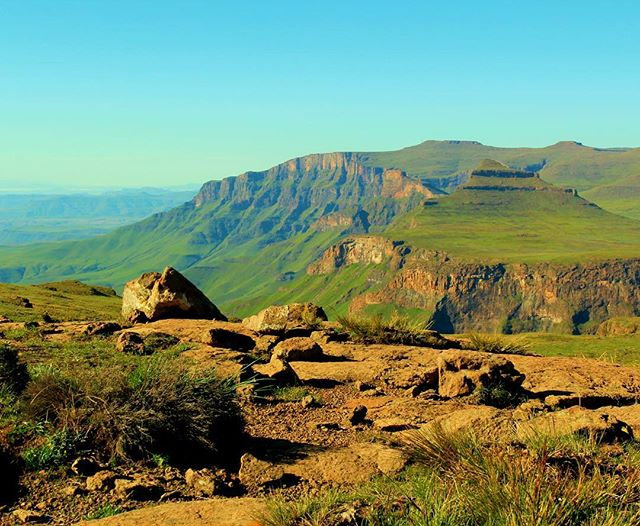 The #Drakensberg #mountains are one of our favorite places in the world. One of the best ways to explore it is to spend a few days hiking and sleeping in #caves. ⁣ ⁣ In our latest post we give you the basic info you need to plan your first #hike. ⛰⛺️ ⁣ #southafrica #kwazulunatal #lesotho #hiking #travel #travelblogger #traveller #travelphotography #hikersofinstagram #hikers #adventure #worththehike #drakpix