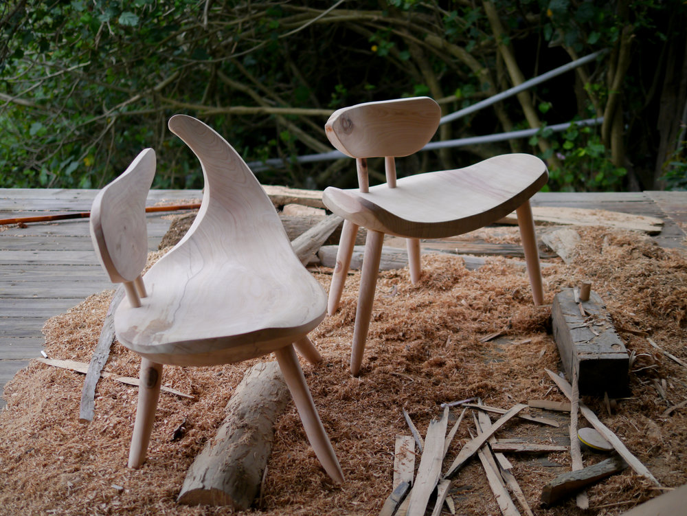 撒部·嘎照 坐下的地方 - 在戶外大自然中我們會找木頭、石頭坐下來休息想把這樣的感受帶進室內於是照著漂流木自然的形態製作可坐下休息的椅子
