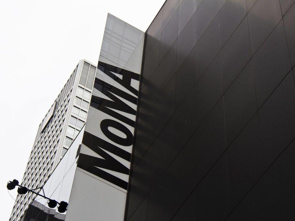 出貨給紐約MoMA - 今年在巴黎的M&O遇到MoMA的Product Managers請我們把編織三角包寄到博物館看看可否通過她們Curators的評選很開心沒過多久就收到MoMA的訂單確認能進入這麼指標的博物館對我們來說真的很有意義