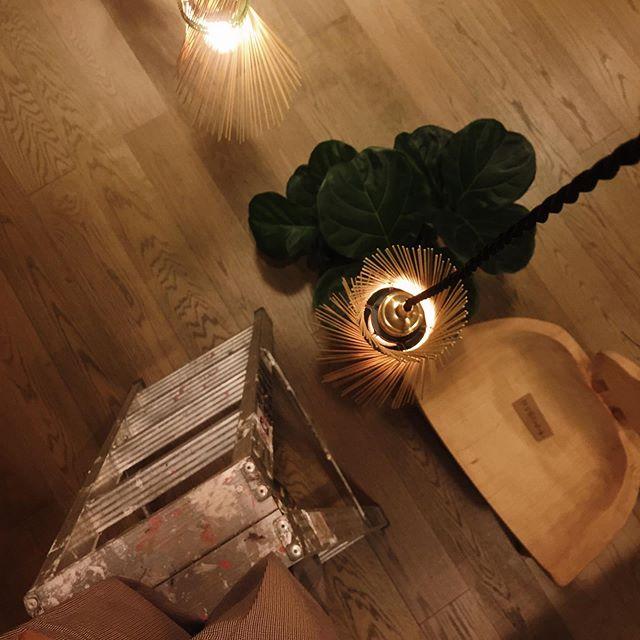 Working note: make good use of your iPhone sling ✍️. - 梯子重重 高度抖抖 但是燈太美了 還是一定要掛上去  手機包 aka 隨身工具袋. - #太平洋的風 新年特別營業時間 初二至初六 11:00 - 21:00 -  #betterspace #kamaroan #cidal #lighting #iphonesling