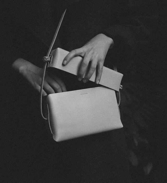 Pure form. . #kamaroan #wovenlidbag #vegtannedleather #weaving #folding #indegenous #slowcraft #hualien
