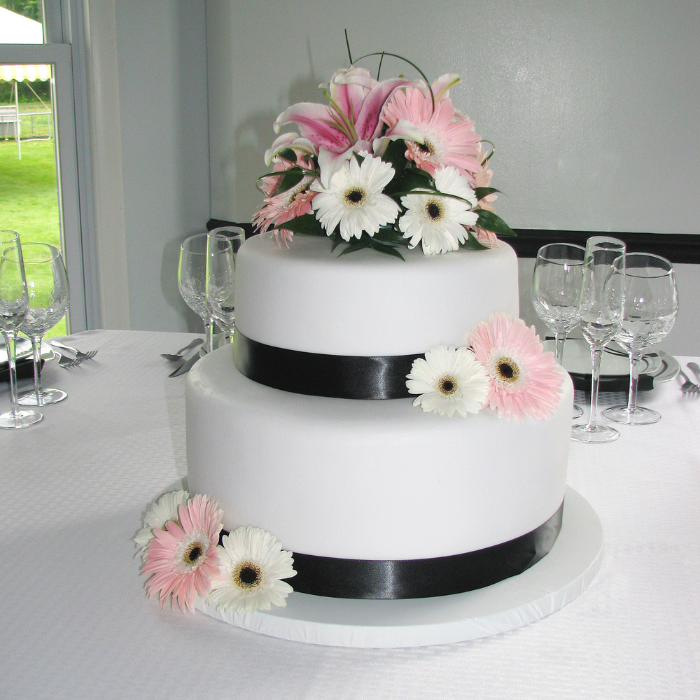 Amish Wedding Cake Flowers-Middlefield Ohio-Flowers by Emily.JPG