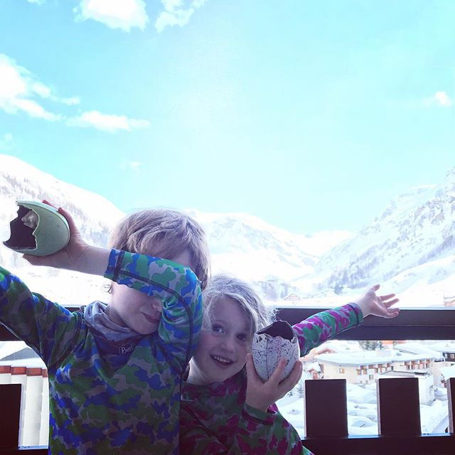 Happy Easter from some dabbing little kids!?! #valdisere #meribel #courchevel #tignes