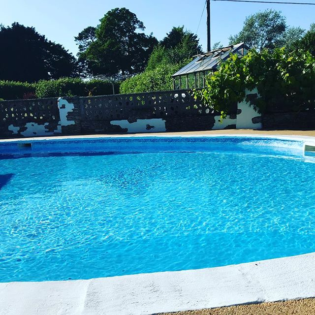 Launching Pamper In The Country!! For all of you visiting Wiltshire, we can visit your holiday home! #pamper #pool #manicure #pedicure #wiltshire