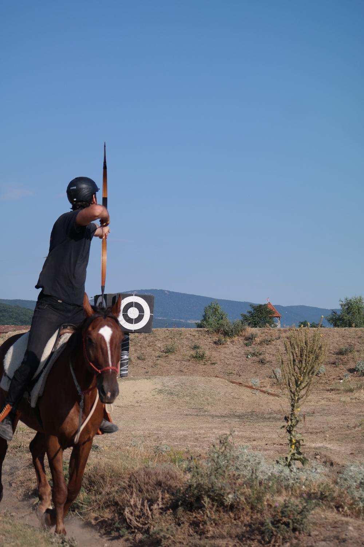 Arno oefent het achterwaartse schot op Chalogány tijdens een trainingskamp in Hongarije.