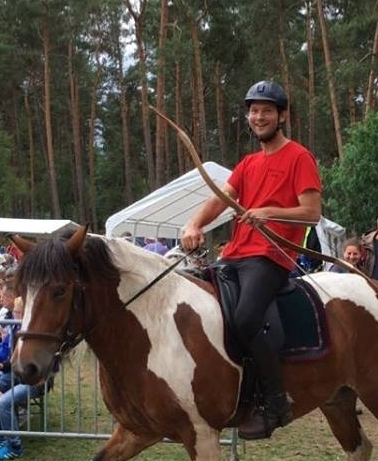 demonstratie boogschieten paardrijden