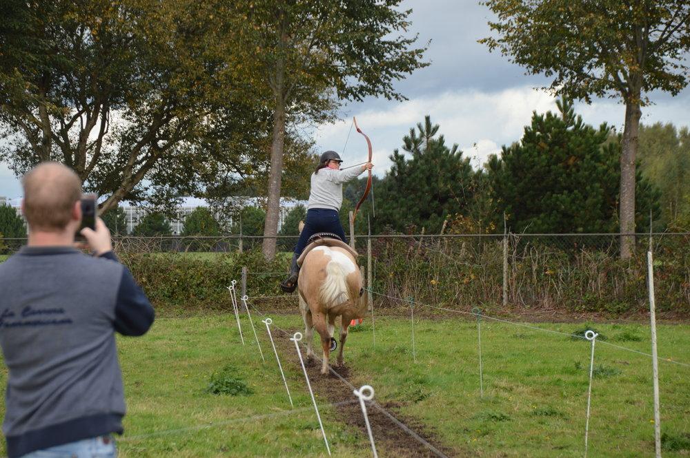 José doet een achterwaarts schot vanaf Vic, een toppaard van Damien Madiot.