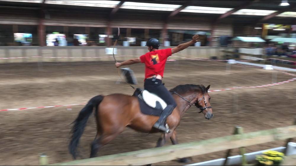 Pijlen schieten vanaf een paard