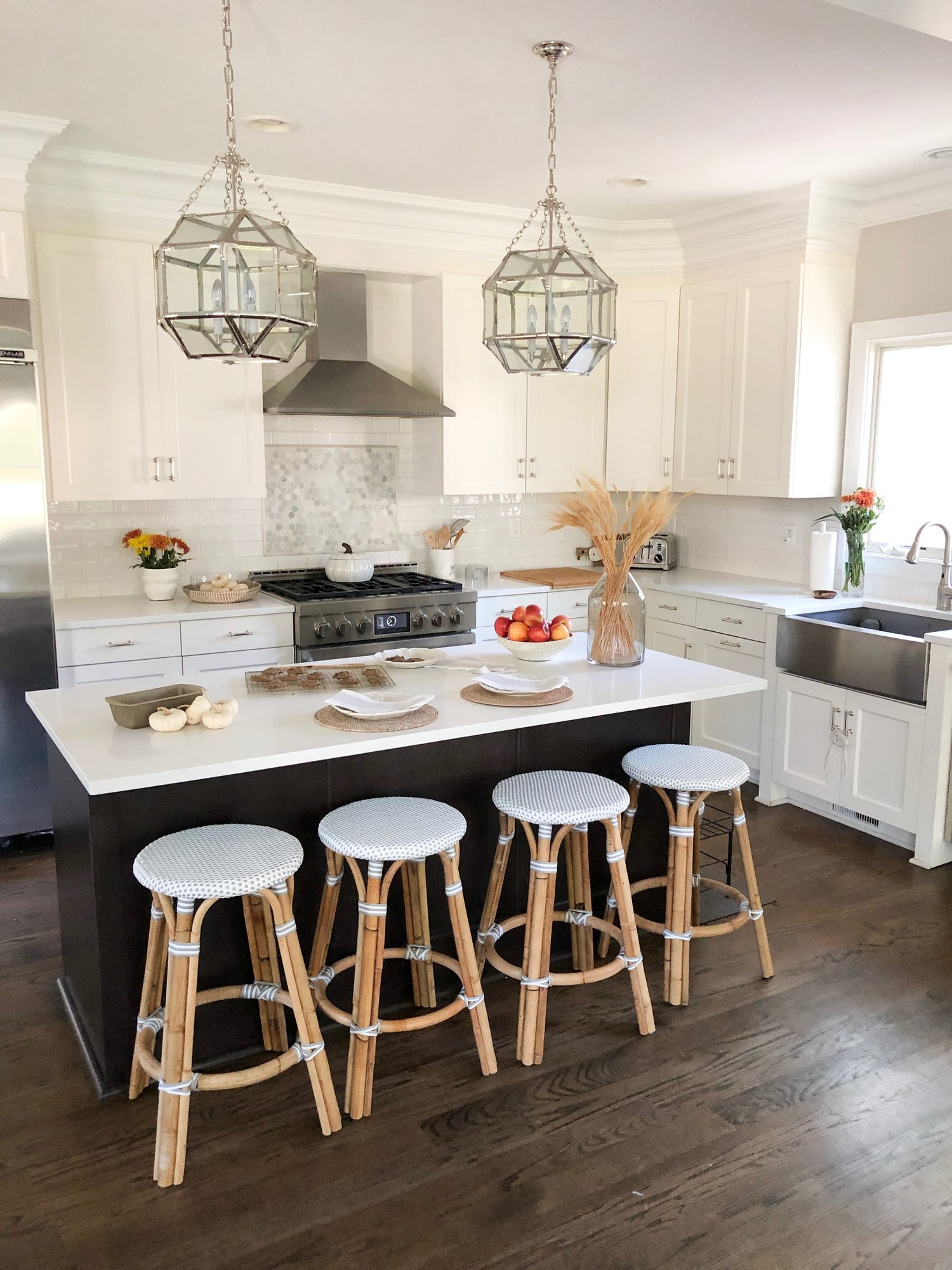 Super Life At The Kitchen Counter Girl On The Hudson Creativecarmelina Interior Chair Design Creativecarmelinacom
