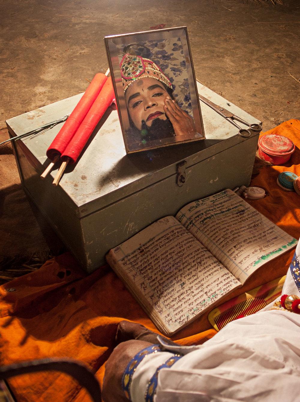 Bangladesh-jatra-actor-makeup.jpg