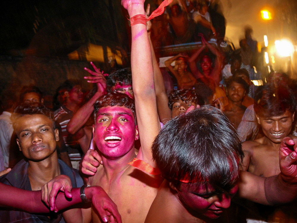 Bangladesh-durga-puja-crowd-celebration.jpg