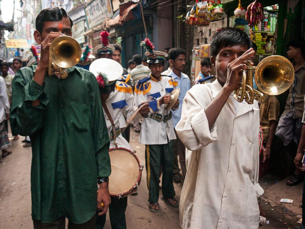 Bangladesh-durga-puja-hindu-band.jpg