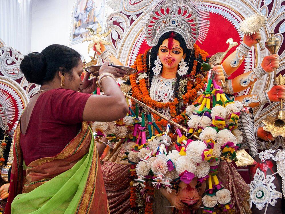 Bangladesh-durga-puja-hindu-worship.jpg
