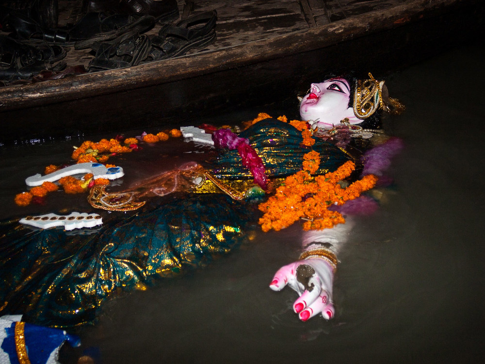 Bangladesh-durga-puja-statue-river.jpg
