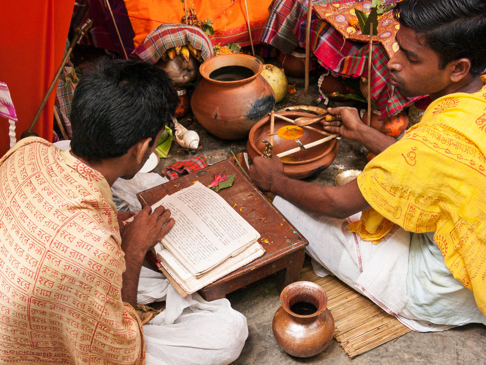 Bangladesh-durga-puja-priests.jpg
