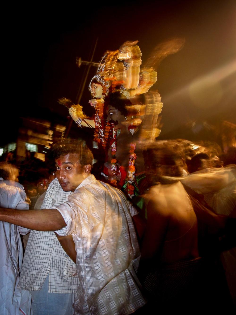 Bangladesh-durga-puja-statues-crowd.jpg