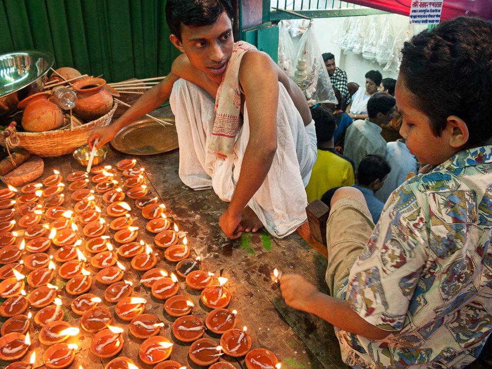 Bangladesh-hindu-durga-puja-candles.jpg