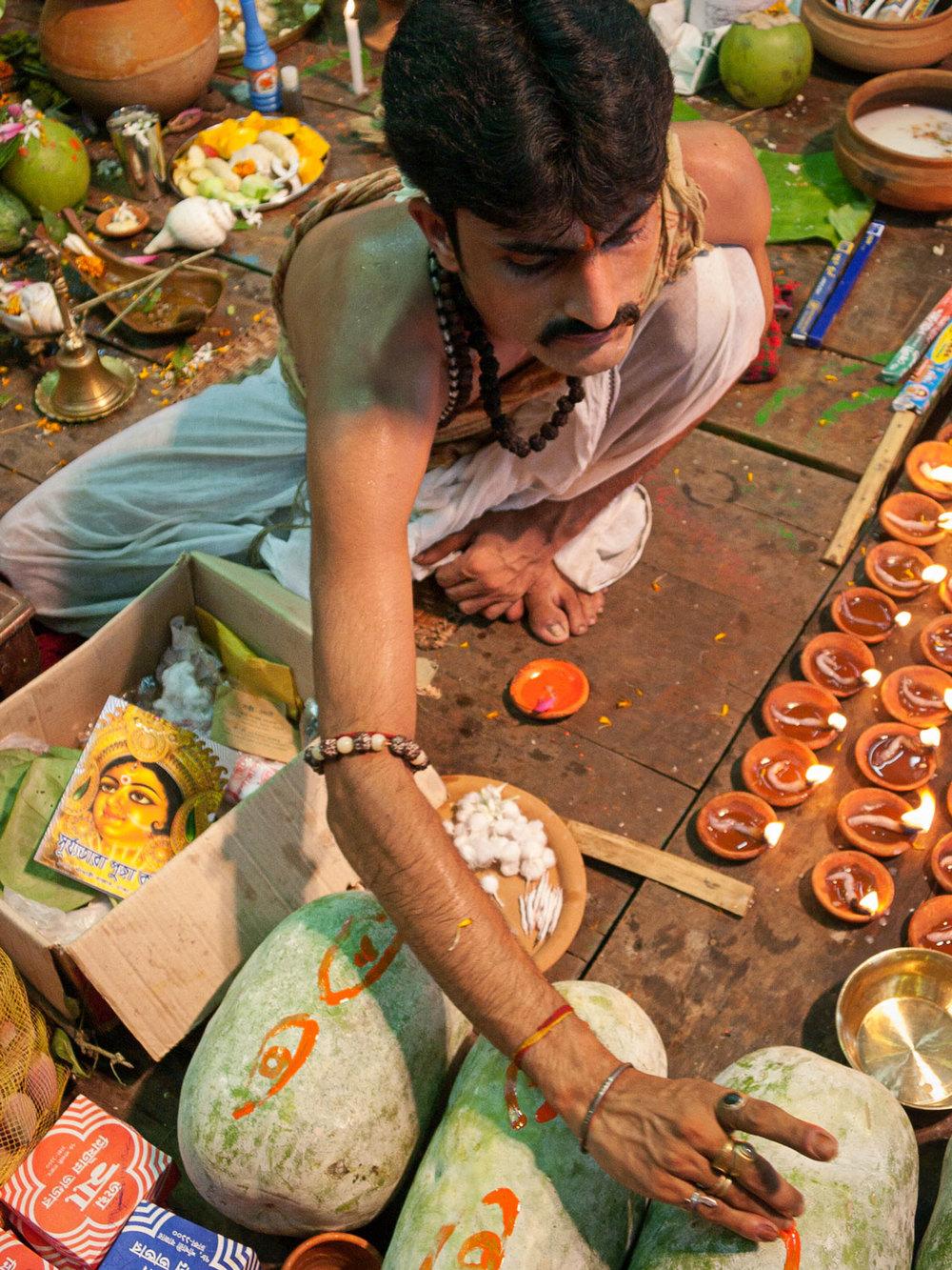 Bangladesh-hindu-durga-puja-priest.jpg